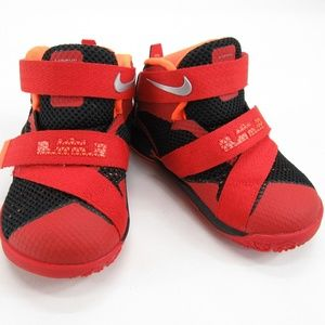 Boys Toodler Nike Lebron Soldier IX  Size 5c